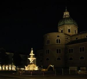 Salzburg Dom bei Nacht